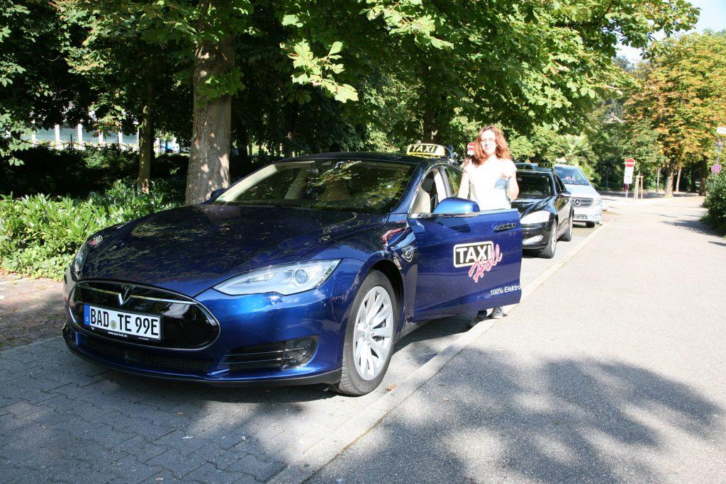 Erstes E-Taxi in Baden-Baden – Lautlos und emissionsfrei durch die Kurstadt